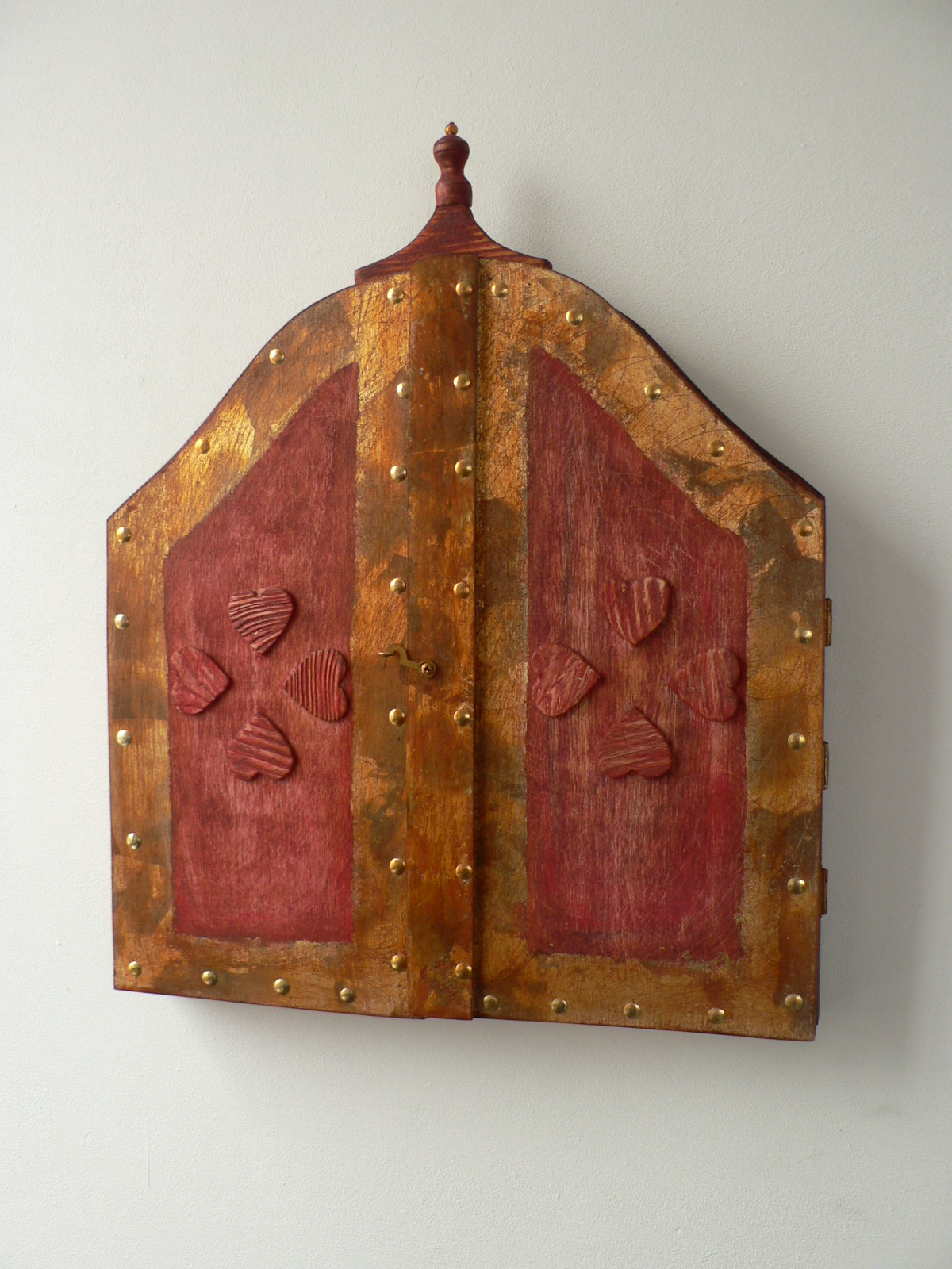 OGLINDA in trei piese-lemn patinat cu foita de aur.Dim. 94x54cm