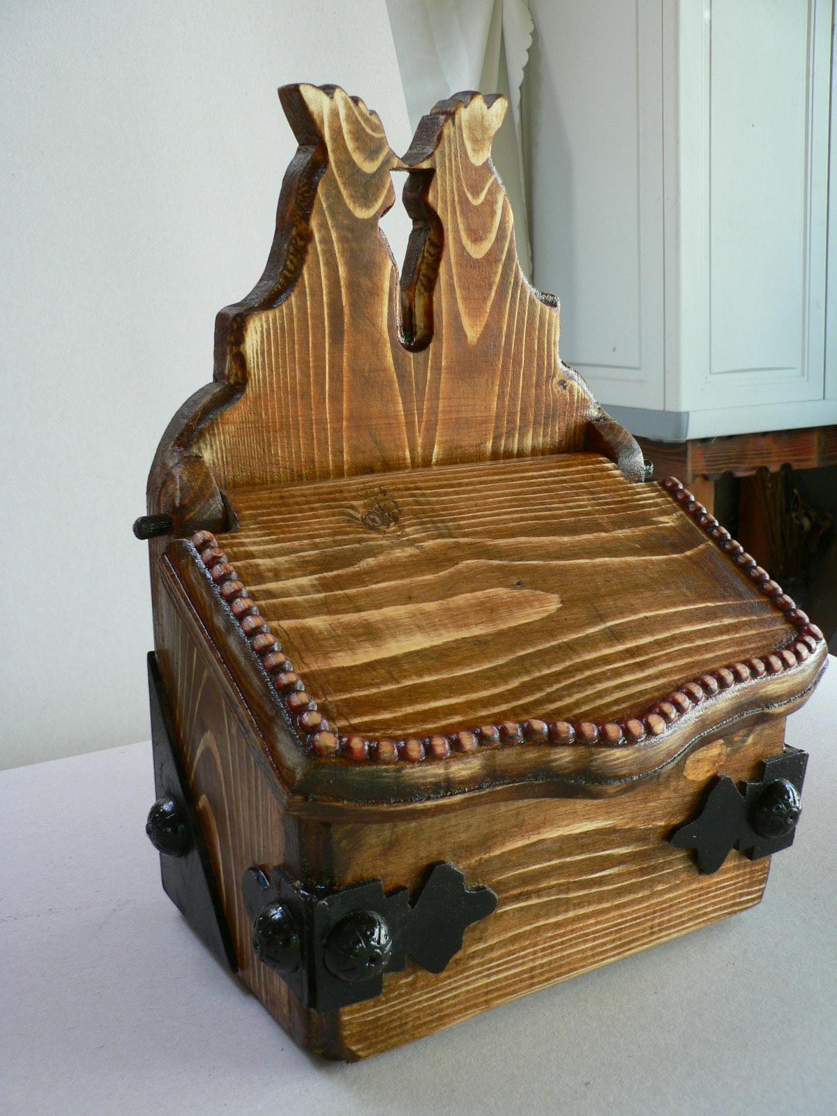 SARARITA-lemn de brad.Dim.43x25x18cm.